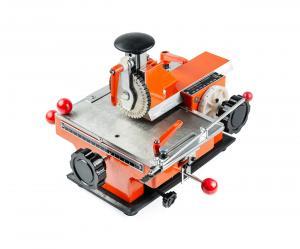 Poloautomatický raziaci stroj ZX-360 typových štítkov